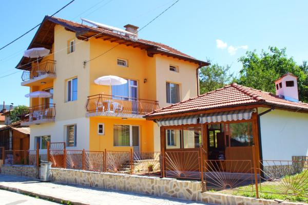 Hotel Pictures: Marinela Guesthouse, Dorkovo