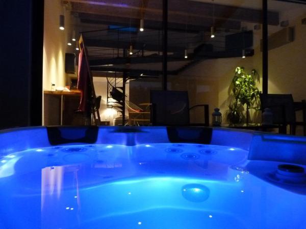 Hotel Pictures: , Aigues-Mortes