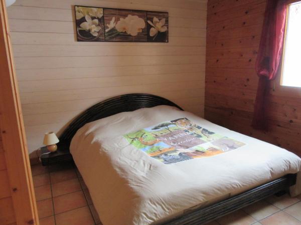 Hotel Pictures: Les chalets de Jade, Viremont