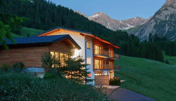 Hotel Pictures: Walser Lodge, Mittelberg