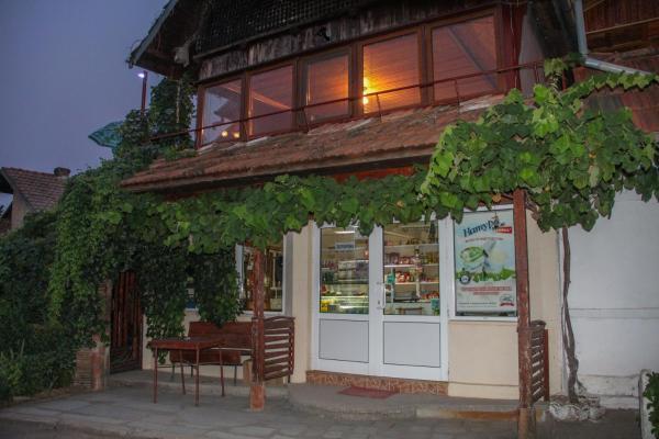 酒店图片: Srebarna Lakeview Apartments, Srebŭrna