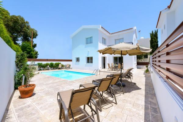 Three-Bedroom House With Private Pool # 2