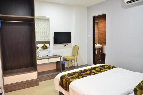 Double Room - 1 Queen Bed