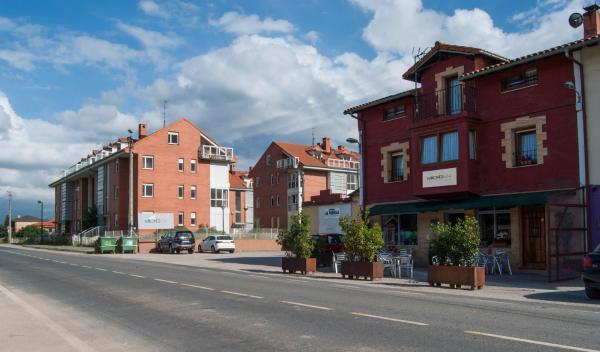 Hotel Pictures: Hostal Mirones 634, Pomaluengo