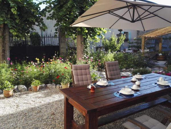 Hotel Pictures: Le Petit Chateau, Ginoles