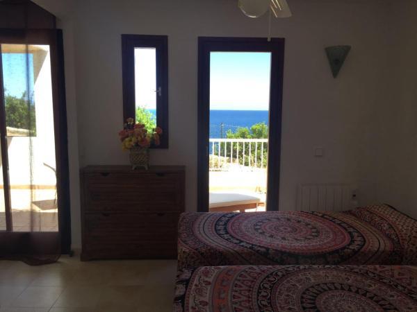 Hotel Pictures: , Cala Llenya