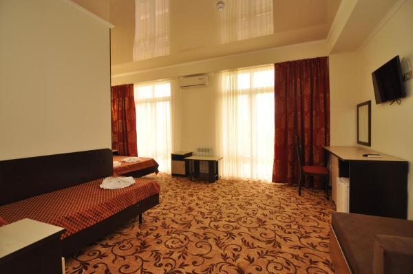 Hotel Pictures: U Pliazha Hotel, Vityazevo