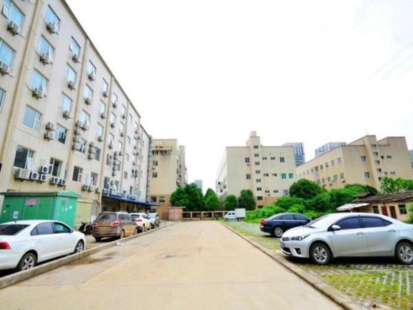 Hotel Pictures: Jinjiang Inn Wuhan Optics Valley Avenue GaoXinEr Road, Liufangling