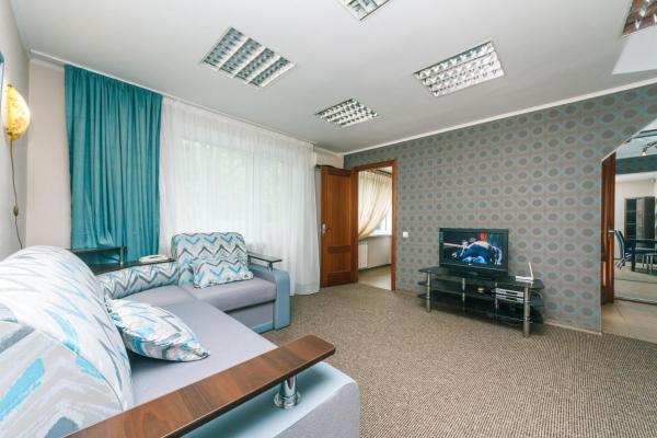 One-Bedroom Apartment - Lesi Ukrainki Boulevard 10