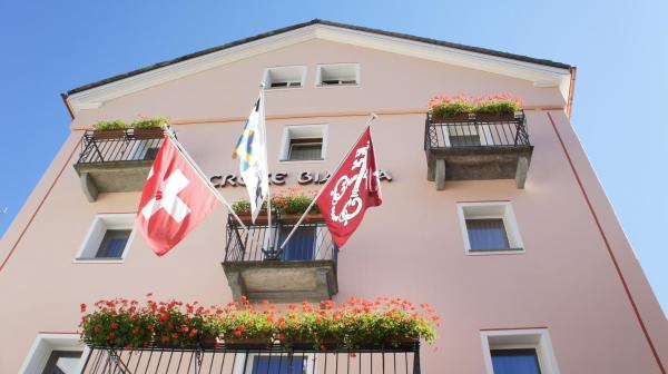 Hotel Pictures: Albergo Croce Bianca, Poschiavo