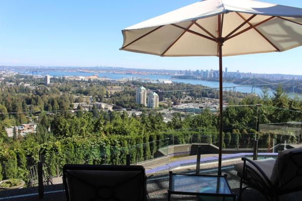 Hotel Pictures: Sea View Garden Luxury Guest House, West Vancouver