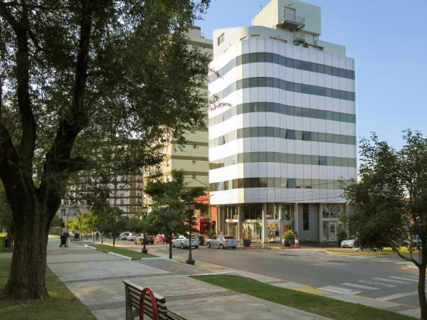 Hotel Pictures: Plaza Suites Campana, Campana