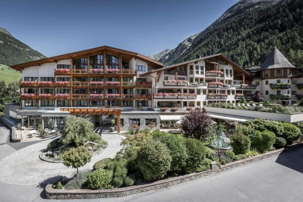 Foto Hotel: Das Central – Alpine . Luxury . Life, Sölden