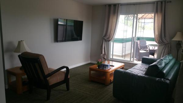 Hotel Pictures: Apartment Roderick Avenue, Coquitlam