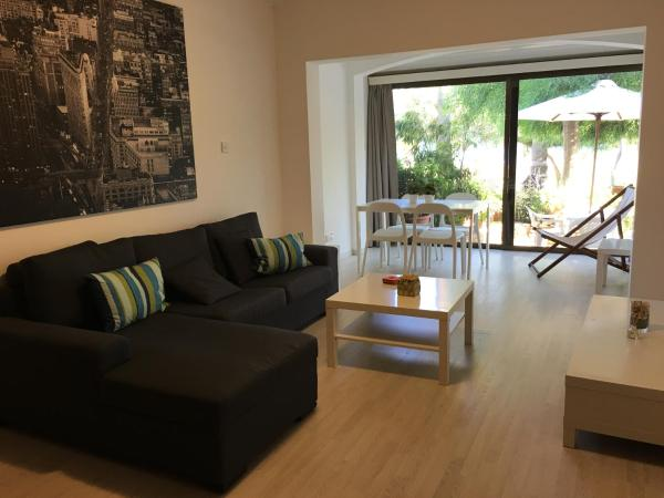 Hotel Pictures: Sandy Beach Villas Apartment, Pyla