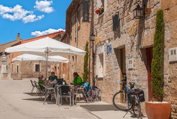 """Hotel Pictures: Hostal-Bar Restaurante """"La Fuente"""", Rabé de las Calzadas"""