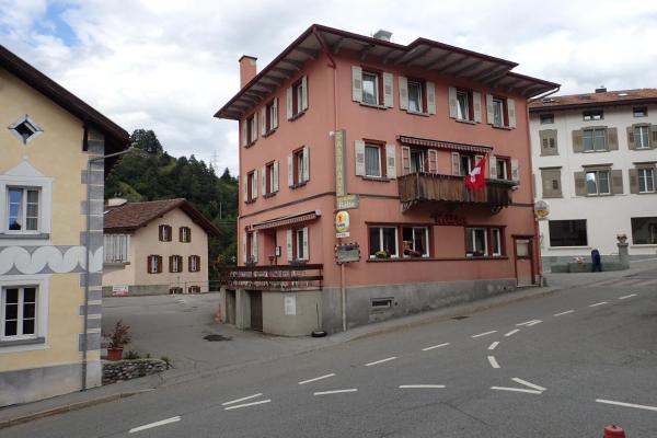 Hotel Pictures: Hotel Rätia, Tiefencastel