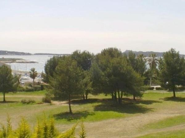 Hotel Pictures: Rental Apartment Jardin Azur 1, Bandol