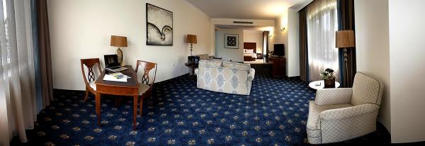 Junior Double Suite with City View