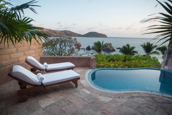 Crepusculo Beachfront Suite