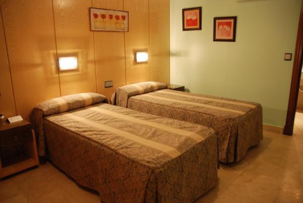 Hotel Pictures: Hostal Los 5 Pinos, Madrid