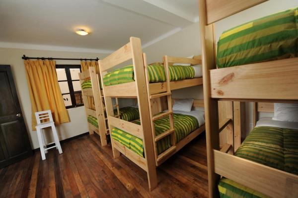 Bunk Bed in Mixed Dormitory Room with Private Bathroom (6 Adults)