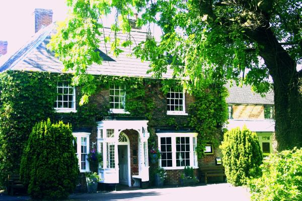 Hotel Pictures: Marsh Farm Hotel, Royal Wootton Bassett