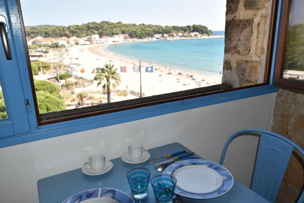 Hotel Pictures: Locations Loramac - Studio, La Seyne-sur-Mer