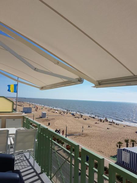 Hotel Pictures: Appart. front de mer Chatelaillon - Residence Monte Carlo, Châtelaillon-Plage