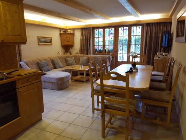 Hotel Pictures: Apartment nearby Gstaad, Feutersoey