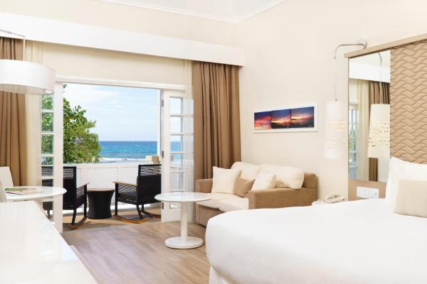 Premium Double or Twin Room Oceanfront (2 Adults + 1 Child)