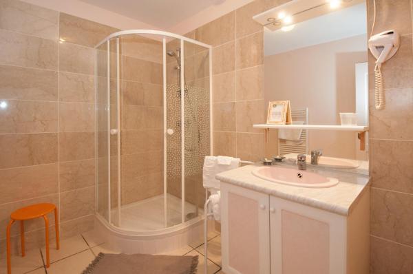 Hotel Pictures: La Janenquelle, Sarry