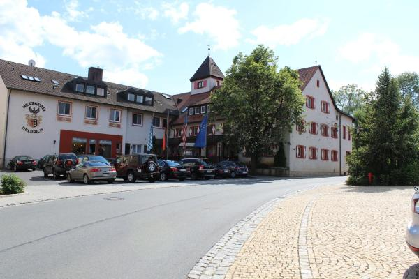 Hotel Pictures: Wirtshaus & Hotel Goldener Greif, Edelsfeld