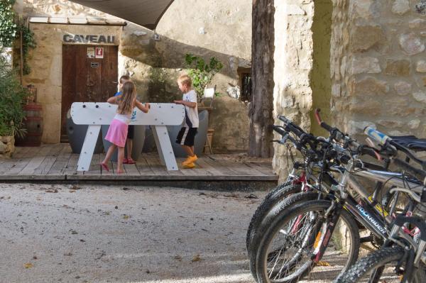Hotel Pictures: , La Roque-sur-Cèze