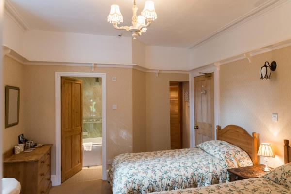 Twin Room with Mountain View - Ground Floor