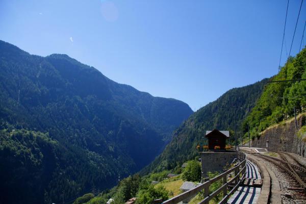 Hotel Pictures: Lieu Secret dans les Alpes Suisses, Le Trétien