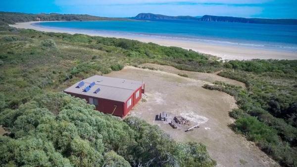 Hotel Pictures: Cloudy Bay Cabin, South Bruny
