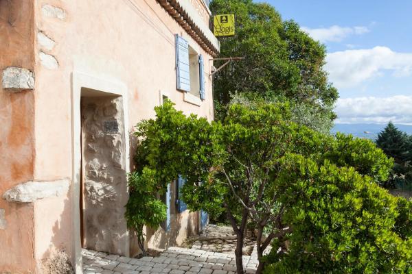 Hotel Pictures: Logis Le Mas Et La Flambee Du Luberon, Venelles