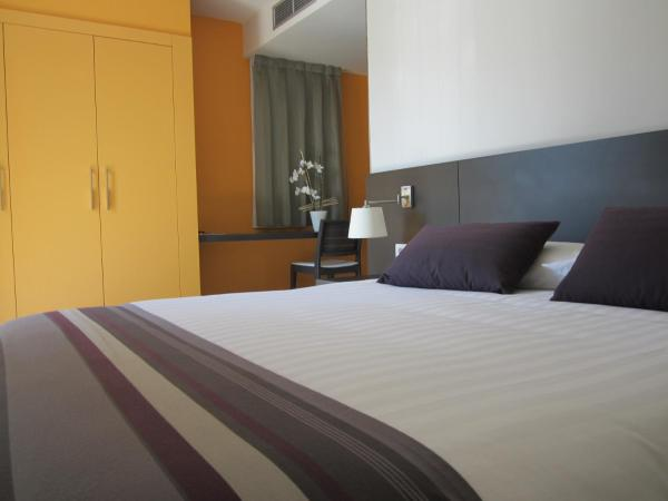 Hotel Pictures: Restaurante y Alojamiento Can Mach, Tapis