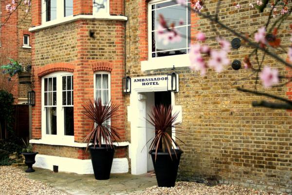 Hotel Pictures: The Ambassador Heathrow Hotel, Hounslow