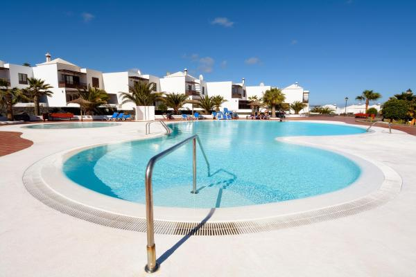 Hotel Pictures: Neptuno Share Pool Costa Teguise, Costa Teguise