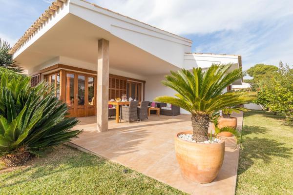 Hotel Pictures: Margarita Pins, Playa de Muro
