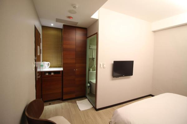 Deluxe Double Room - No Window