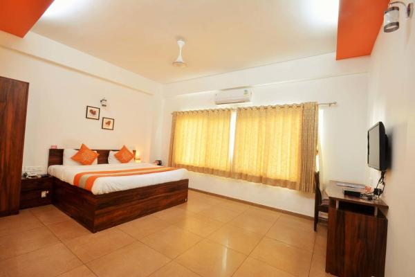 Zdjęcia hotelu: 10 Blossoms Service Apartment Riverview Koregaon Park, Pune