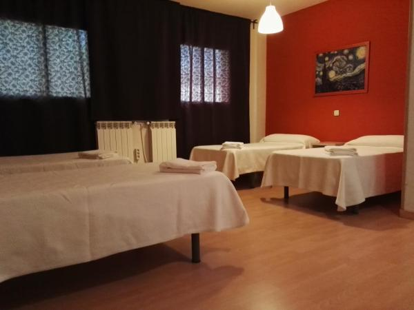 Hotel Pictures: Hostal El Pinar, Navaleno