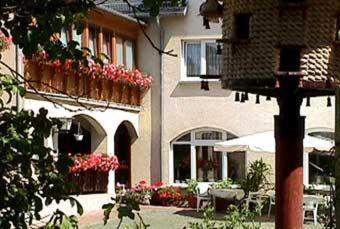 Hotel Pictures: Landhotel Sperlingsberg, Crimmitschau