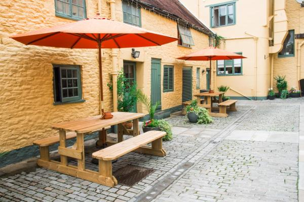 Hotel Pictures: The Dolphin Hotel, Wincanton