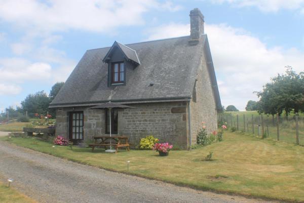 Hotel Pictures: Romantic Cottage, Saint-Germain-de-Tallevende
