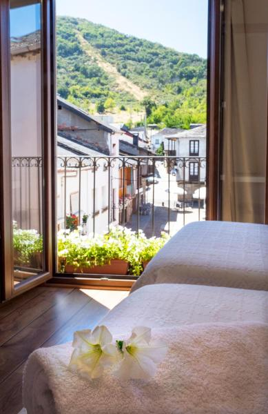 Hotel Pictures: , Molinaseca