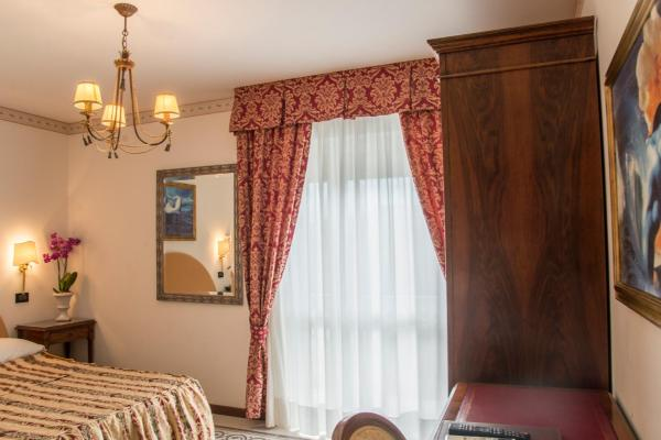 Economy Double or Twin Room with Terrace and Pool View